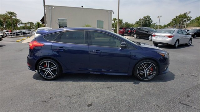 2017 Ford Focus ST Hatchback FWD 2.0L GTDi Engine 4 Door