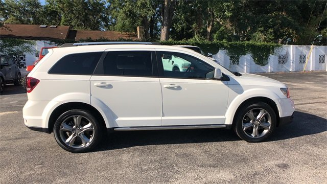 2016 White Dodge Journey Crossroad Plus 2.4L I4 DOHC 16V Dual VVT Engine FWD 4 Door SUV