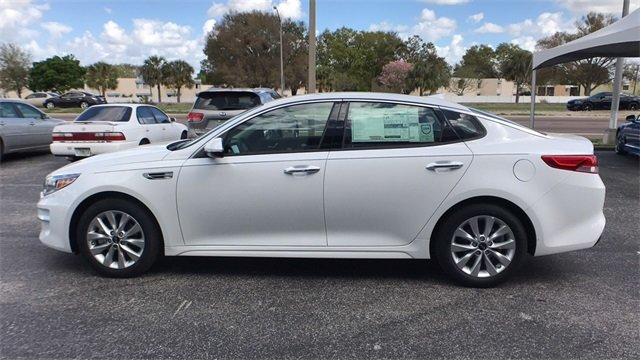 2018 Snow White Pearl Kia Optima EX Sedan Automatic 2.4L 4-Cylinder Engine 4 Door