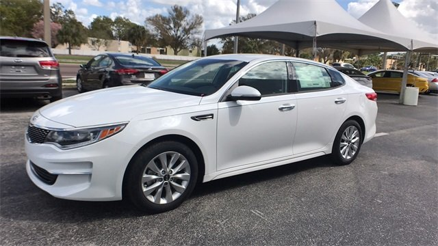 2018 Snow White Pearl Kia Optima EX Automatic 4 Door 2.4L 4-Cylinder Engine FWD Sedan