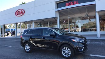 2018 Ebony Black Kia Sorento LX Automatic FWD 4 Door 2.4L 4-Cylinder Engine