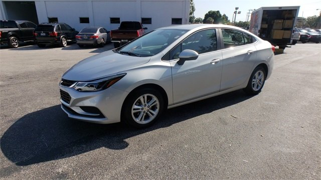 2017 Silver Ice Metallic Chevrolet Cruze LT 4 Door 1.4L 4-Cylinder Turbo DOHC CVVT Engine Automatic FWD
