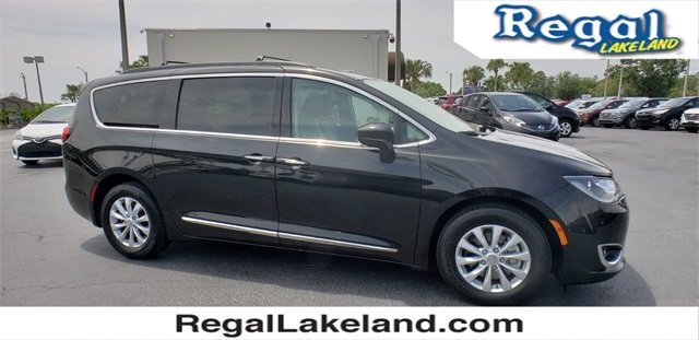 2017 Brilliant Black Crystal Pearlcoat Chrysler Pacifica Touring L Automatic FWD 3.6L V6 24V VVT Engine Van 4 Door