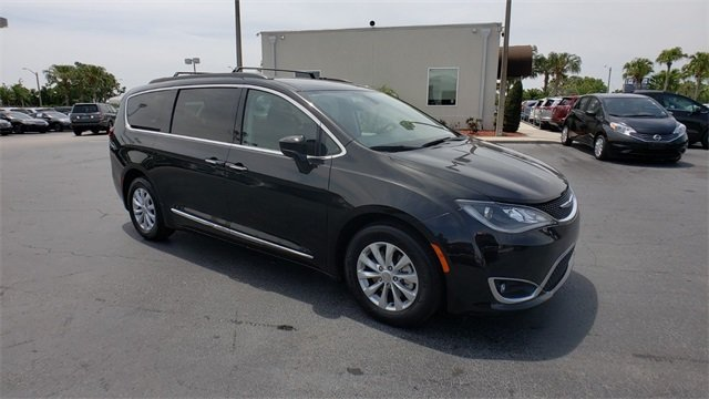 2017 Chrysler Pacifica Touring L Automatic 3.6L V6 24V VVT Engine 4 Door Van FWD