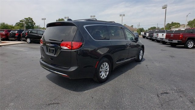 2017 Chrysler Pacifica Touring L 3.6L V6 24V VVT Engine FWD Van 4 Door
