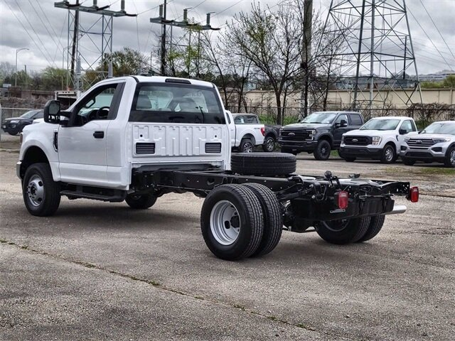 2021 Oxford White Ford Super Duty F-350 DRW XL 4X4 2 Door 7.3L V8 PFI SOHC 16V Federal 385hp Engine Truck Automatic
