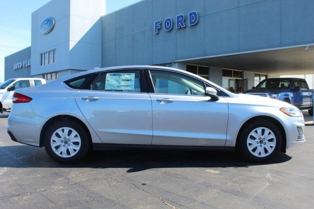 2020 Iconic Silver Metallic Ford Fusion S 4 Door Sedan 2.5L Engine Automatic