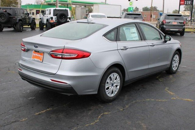 2020 Iconic Silver Metallic Ford Fusion S FWD 4 Door 2.5L Engine