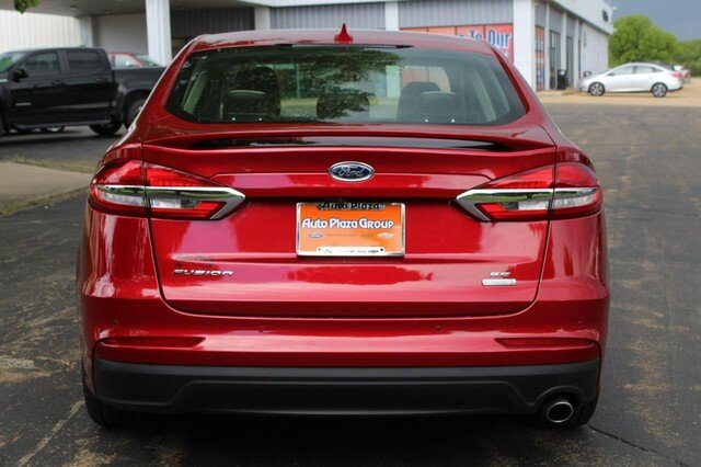 2020 Rapid Red Metallic Tinted Clearcoat Ford Fusion SE 4 Door Automatic Sedan FWD
