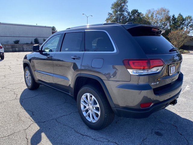 2021 Granite Crystal Metallic Clearcoat Jeep Grand Cherokee Laredo E Regular Unleaded V-6 3.6 L/220 Engine 4 Door Automatic 4X4 SUV