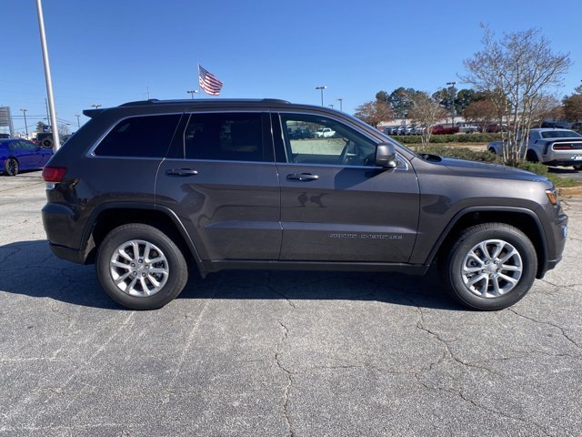 2021 Granite Crystal Metallic Clearcoat Jeep Grand Cherokee Laredo E Regular Unleaded V-6 3.6 L/220 Engine 4X4 SUV Automatic