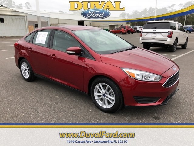 2017 Ruby Red Metallic Tinted Clearcoat Ford Focus SE 2.0L 4-Cylinder DGI Turbocharged DOHC Engine 4 Door Automatic