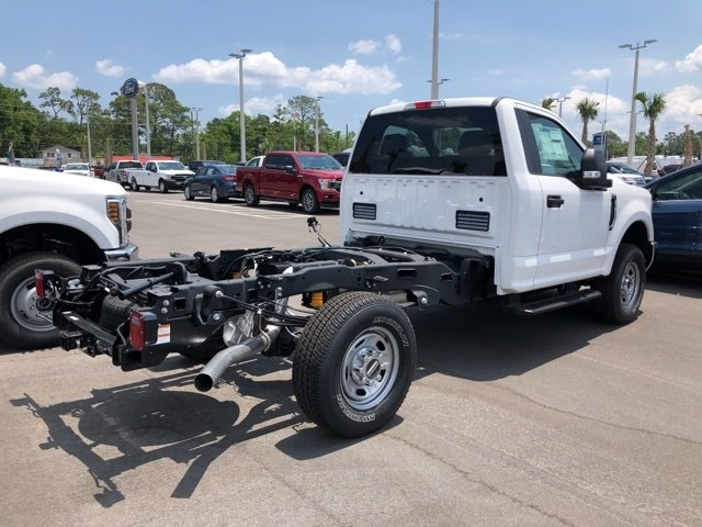 2018 Oxford White Ford Super Duty F-350 SRW XL Truck Automatic 4X4 2 Door 6.2L V8 Engine