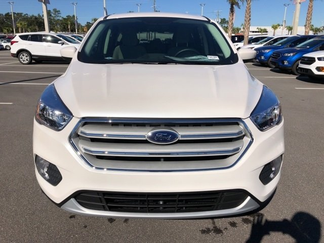 2019 White Platinum Clearcoat Metallic Ford Escape SE FWD 4 Door Automatic SUV