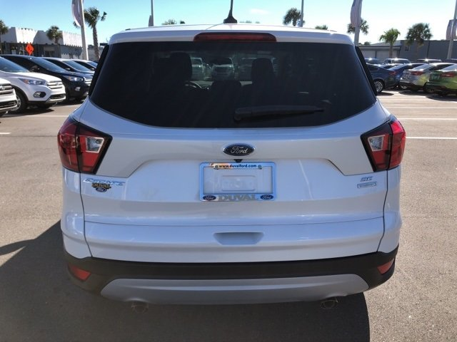 2019 White Platinum Clearcoat Metallic Ford Escape SE SUV FWD Automatic