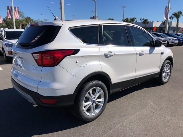 2019 White Platinum Clearcoat Metallic Ford Escape SE SUV 4 Door EcoBoost 1.5L I4 GTDi DOHC Turbocharged VCT Engine Automatic