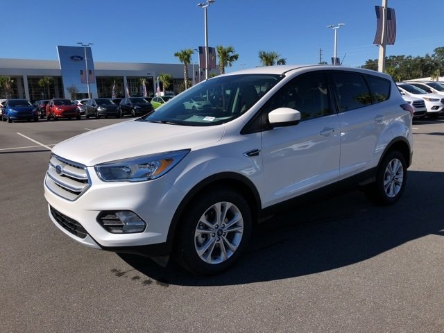 2019 White Platinum Clearcoat Metallic Ford Escape SE Automatic 4 Door FWD