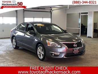 2015 Gun Metallic Nissan Altima 2.5 SV Automatic (CVT) Sedan Regular Unleaded I-4 2.5 L/152 Engine 4 Door