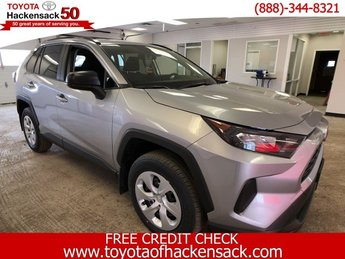 2019 Silver Sky Metallic Toyota RAV4 LE AWD SUV AWD Regular Unleaded I-4 2.5 L/152 Engine 4 Door