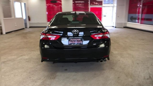 2019 Midnight Black Metallic Toyota Camry SE Auto Regular Unleaded I-4 2.5 L/152 Engine Automatic 4 Door