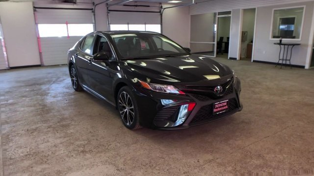 2019 Midnight Black Metallic Toyota Camry SE Auto 4 Door FWD Automatic Sedan Regular Unleaded I-4 2.5 L/152 Engine