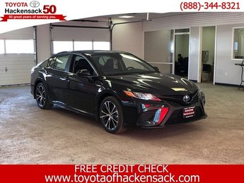 2019 Midnight Black Metallic Toyota Camry Hybrid SE CVT 4 Door Sedan Gas/Electric I-4 2.5 L/152 Engine FWD