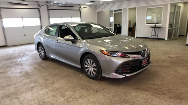 2019 Celestial Silver Metallic Toyota Camry Hybrid LE CVT Gas/Electric I-4 2.5 L/152 Engine Automatic (CVT) Sedan 4 Door FWD