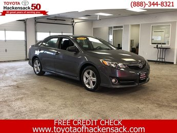 2014 Magnetic Gray Metallic Toyota Camry SE Sedan FWD Regular Unleaded I-4 2.5 L/152 Engine