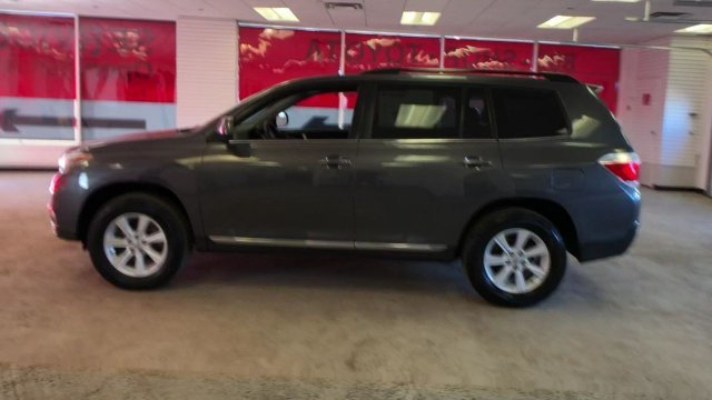 2013 Magnetic Gray Metallic Toyota Highlander SE Gas V6 3.5L/211 Engine Automatic 4 Door 4X4 SUV