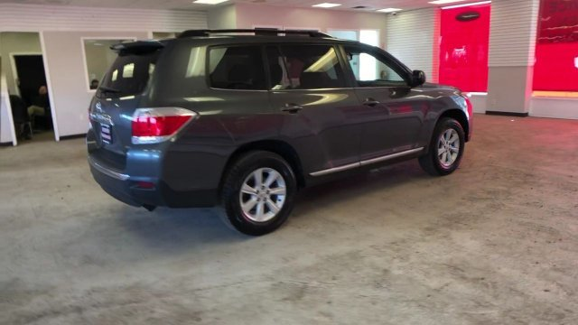 2013 Magnetic Gray Metallic Toyota Highlander SE 4 Door Gas V6 3.5L/211 Engine Automatic SUV 4X4