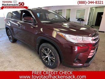 2019 Toyota Highlander LE V6 AWD AWD Automatic Regular Unleaded V-6 3.5 L/211 Engine 4 Door SUV