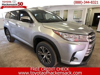 2019 Celestial Silver Metallic Toyota Highlander LE V6 AWD SUV AWD Regular Unleaded V-6 3.5 L/211 Engine 4 Door Automatic