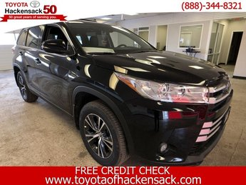 2019 Midnight Black Metallic Toyota Highlander LE Plus V6 AWD 4 Door SUV Regular Unleaded V-6 3.5 L/211 Engine Automatic AWD