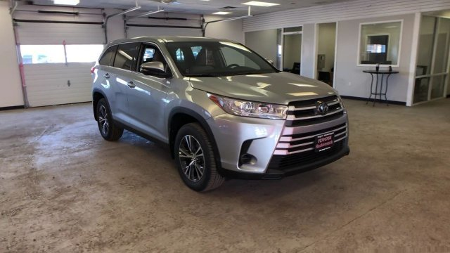 2019 Celestial Silver Metallic Toyota Highlander LE V6 AWD Regular Unleaded V-6 3.5 L/211 Engine SUV 4 Door Automatic AWD