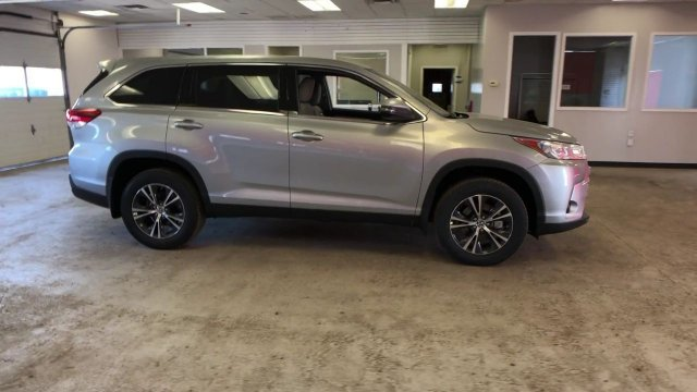 2019 Celestial Silver Metallic Toyota Highlander LE V6 AWD 4 Door Regular Unleaded V-6 3.5 L/211 Engine SUV