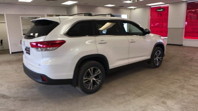 2019 Blizzard Pearl Toyota Highlander LE V6 AWD Automatic Regular Unleaded V-6 3.5 L/211 Engine 4 Door SUV AWD