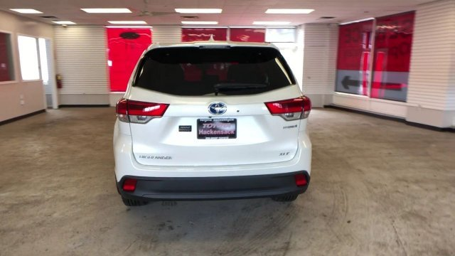 2019 Toyota Highlander Hybrid XLE V6 AWD Gas/Electric V-6 3.5 L/211 Engine 4 Door AWD SUV