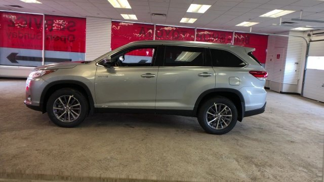2019 Celestial Silver Metallic Toyota Highlander Hybrid XLE V6 AWD Automatic (CVT) 4 Door Gas/Electric V-6 3.5 L/211 Engine