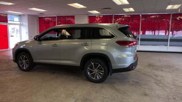 2019 Celestial Silver Metallic Toyota Highlander Hybrid XLE V6 AWD 4 Door SUV Gas/Electric V-6 3.5 L/211 Engine Automatic (CVT) AWD