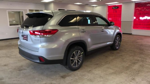 2019 Toyota Highlander Hybrid XLE V6 AWD Gas/Electric V-6 3.5 L/211 Engine AWD Automatic (CVT) 4 Door SUV