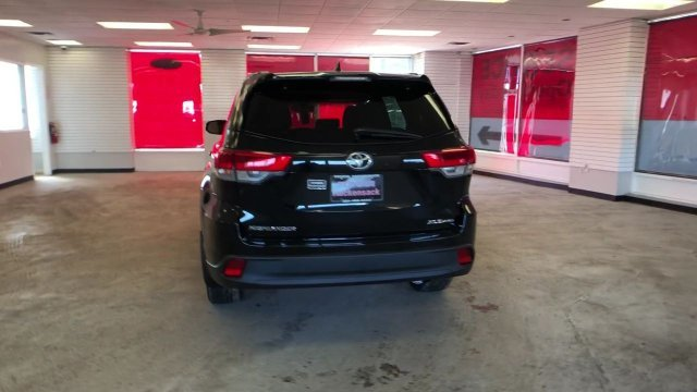 2019 Toyota Highlander XLE V6 AWD Automatic AWD 4 Door SUV Regular Unleaded V-6 3.5 L/211 Engine