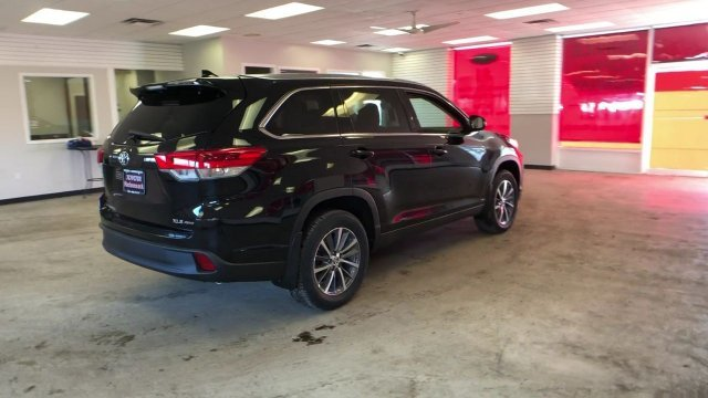 2019 Midnight Black Metallic Toyota Highlander XLE V6 AWD AWD Regular Unleaded V-6 3.5 L/211 Engine Automatic