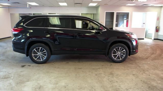 2019 Midnight Black Metallic Toyota Highlander XLE V6 AWD 4 Door AWD Regular Unleaded V-6 3.5 L/211 Engine