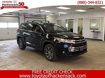 2019 Midnight Black Metallic Toyota Highlander XLE V6 AWD Automatic Regular Unleaded V-6 3.5 L/211 Engine AWD 4 Door SUV