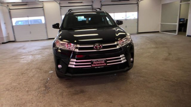2019 Midnight Black Metallic Toyota Highlander XLE V6 AWD 4 Door Regular Unleaded V-6 3.5 L/211 Engine SUV AWD