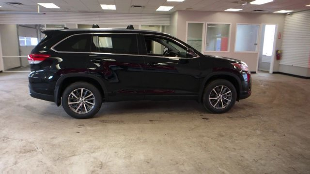 2019 Midnight Black Metallic Toyota Highlander XLE V6 AWD Automatic 4 Door Regular Unleaded V-6 3.5 L/211 Engine SUV AWD