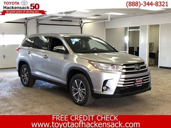 2019 Celestial Silver Metallic Toyota Highlander XLE V6 AWD Regular Unleaded V-6 3.5 L/211 Engine SUV AWD 4 Door Automatic