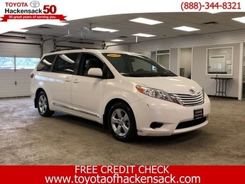 2015 Super White Toyota Sienna LE 4 Door Crossover FWD