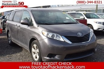 2014 Toyota Sienna LE Regular Unleaded V-6 3.5 L/211 Engine FWD Automatic Crossover