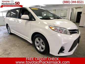 2018 Super White Toyota Sienna LE Regular Unleaded V-6 3.5 L/211 Engine FWD 4 Door Van